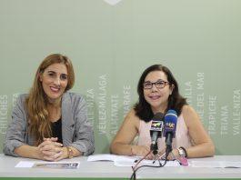 La concejala de Bienestar Social e Igualdad del ayuntamiento de Vélez-Málaga, Zoila Martín, acompañada por Marisa Gámez, secretaria de la Asociación Esperanza, presentó las actividades que se llevarán a cabo con motivo del Día del Cáncer de Mama.