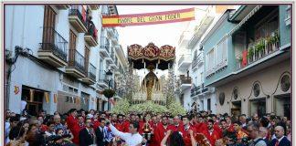 Precioso recorrido de la Virgen de la Amargura por las calles de Vélez-Málaga con motivo de su 50 aniversario. Imagen de las pandas de verdiales ante la sagrada Titular en calle Las Monjas. Foto: José Arroyo.