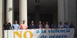 Minuto de silencio por el presunto asesinato machista ocurrido el 6 de octubre en el municipio de Sant Joan les Fonts (Girona).