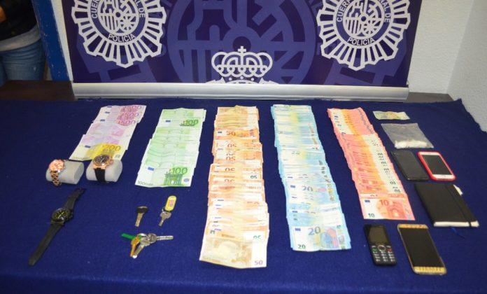 El investigado, de 36 años y nacionalidad española, habría aprovechado la confianza que le unía al perjudicado para consumar varios robos en su domicilio durante dos años.