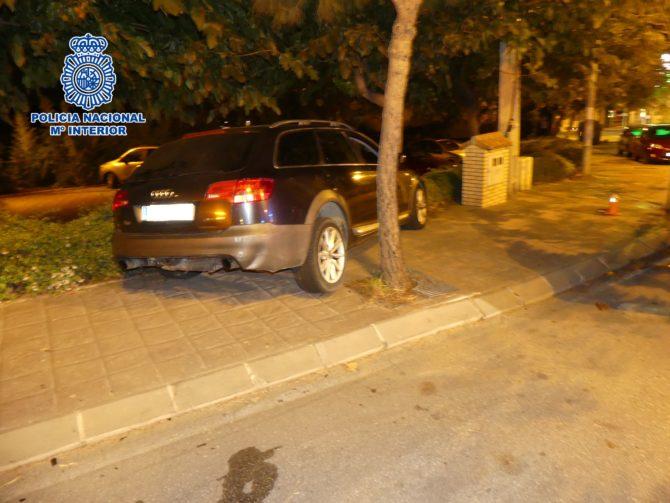 Los detenidos fueron interceptados en la zona de Arroyo de la Miel hasta donde se habían desplazado desde Sevilla- lugar de residencia de todos ellos- a bordo de un vehículo de gama alta que unos días antes había sido sustraído en una nave en la provincia de Córdoba.