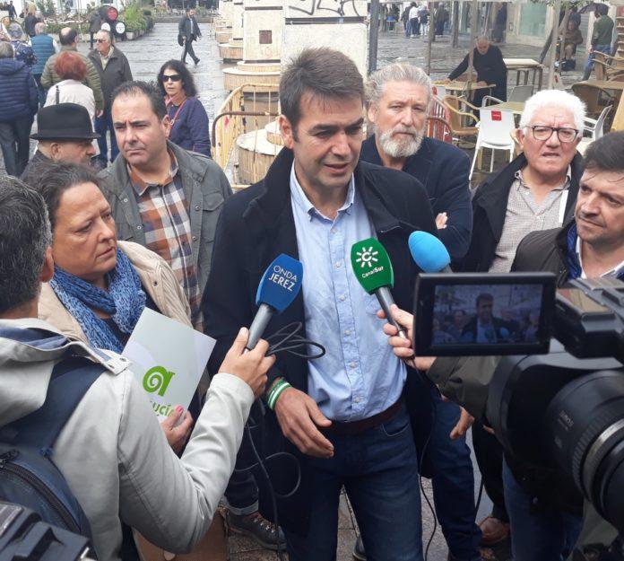 Joaquín Bellido, primer candidato en las elecciones andaluzas, avanza en Jerez propuestas AxSí para que Andalucía deje de ser colonia económica y liquidar el paro.