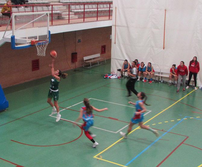 Partidazo de los que hacen afición entre el EBG Málaga Clínica Dental Lozano y Fraile y el Raca de Granada en el Grupo B de la Primera Nacional femenina.