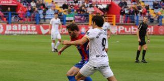 El Málaga CF cayó derrotado ante el Extremadura UD, en el Francisco de la Hera, en la 15ª jornada de LaLiga 1 2 3. Un gol de Kike Márquez en la primera parte dio el triunfo a los locales.