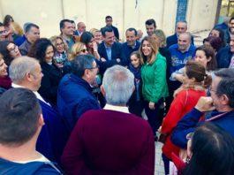 Numerosos vecinos, simpatizantes y militantes han querido saludar a Susana Díaz durante su visita en la comarca de la Axarquía.