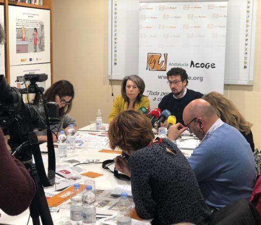 """Andalucía Acoge, dentro de la campaña """"Cinco millones de pasos"""", presenta una serie de recomendaciones y propuestas sobre el tratamiento de los procesos migratorios en los medios de comunicación."""