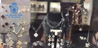 Los arrestados vendían los artículos a través de dos joyerías ubicadas en Puerto Banús y en el casco antiguo de Marbella.