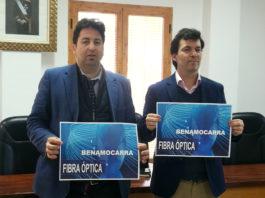 El alcalde de Benamocarra, Abdeslam Lucena, junto al director ejecutivo de Axartel, Borja García.